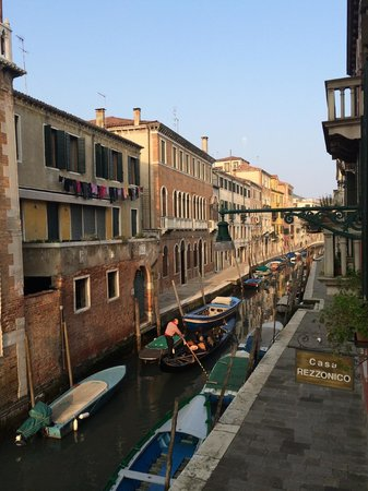 Casa Rezzonico: View from our room, looking down the canal
