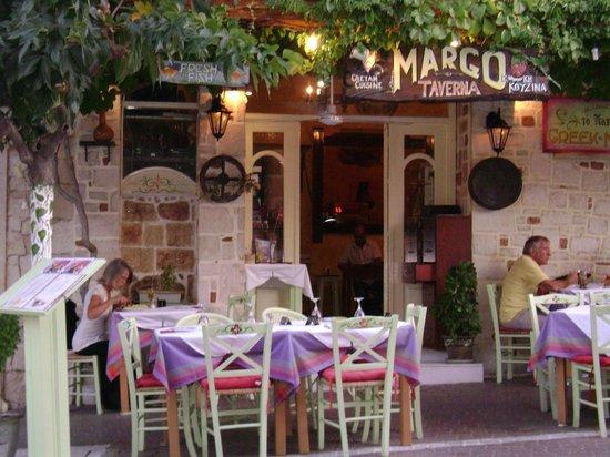 Sunrise Apartments : Restaurant in old Hersonissos
