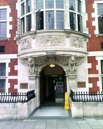 Travelodge London Central Kings Cross: Театр начинается с вешалки!