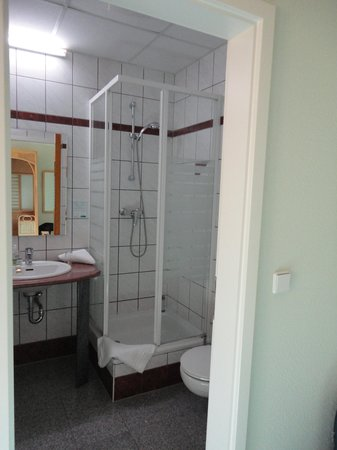 Thang Long Hotel & Restaurant: Bathroom