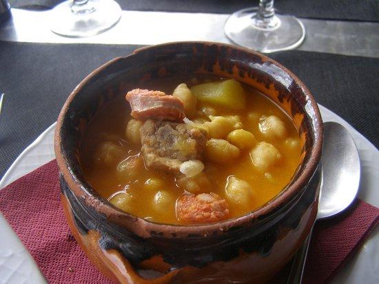 Tota Teca : entrée potage de poix chiches au chorizo et agneau