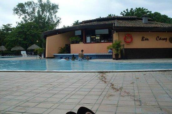 Barcelo Montelimar : en el bar q esta en el centro de piscina