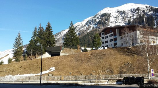 Alpenhotel Tirol Galtur: from the road - slight incline