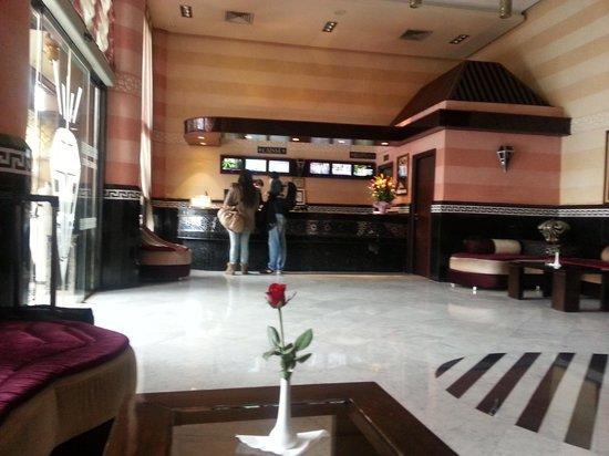 Hotel Almas : recepcion