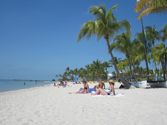 Sheraton Suites Key West: Beach across the street from hotel