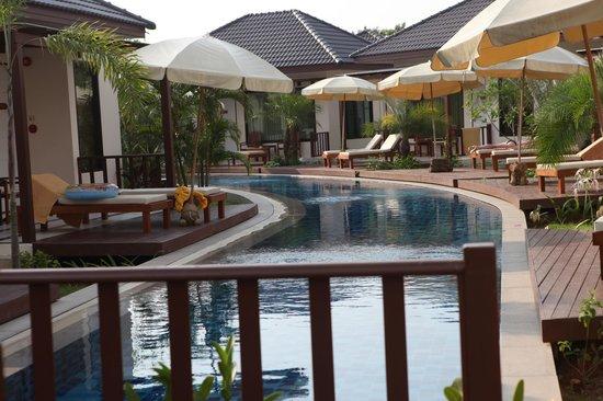 Pinnacle Grand Jomtien Resort: Бассейн, новая территория