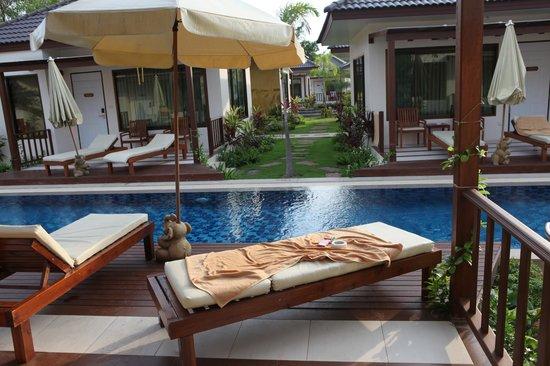 Pinnacle Grand Jomtien Resort: бассейн у нашего бунгало