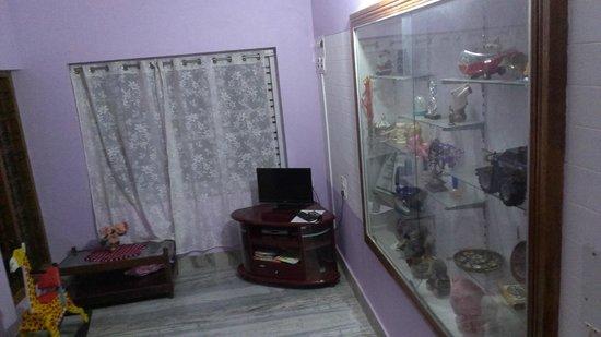 Sai Sadan Homestay: Drawing room