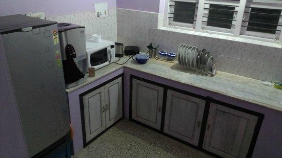 Sai Sadan Homestay: Kitchen