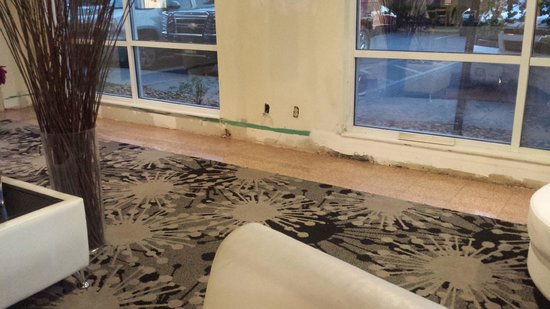 BEST WESTERN Airport Inn & Suites: lobby area