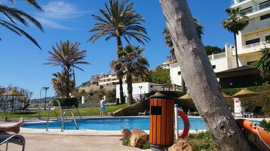 THB Torrequebrada Hotel: Bonita piscina y jardines