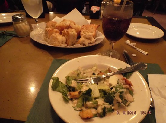 Zuccarelli: garlic bread and salad starter