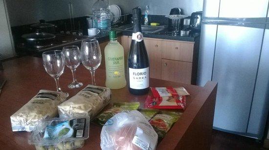 Travel Place Apartments: Da pra cozinhar...