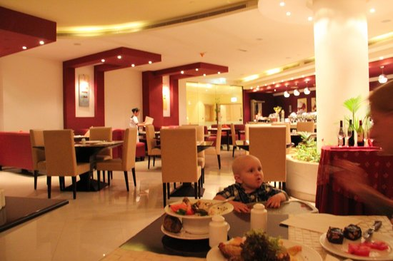 Al Hamra Residence & Village: в ресторане