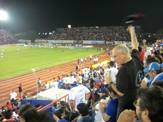 Estadio Andres Quintana Roo: Home fans.... Bounced and sang all game long!!!