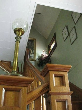 The Maples B&B: Beautiful shot looking up the stairs