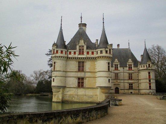 Chateau of Azay-le-Rideau: Picturesque Chateau