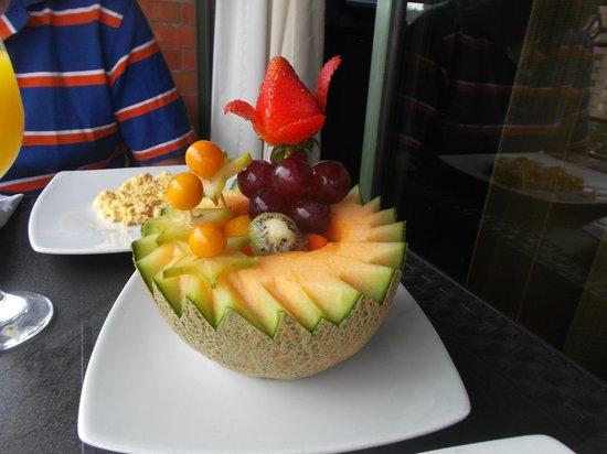 Hotel Obelisco Cali: Hermoso  arreglo de frutas  para  el desayuno !!!