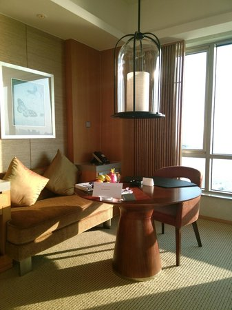 InterContinental Suzhou : the room with a nice working table