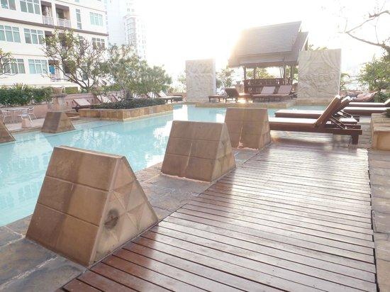 Century Park Hotel: plenty of space in pool area