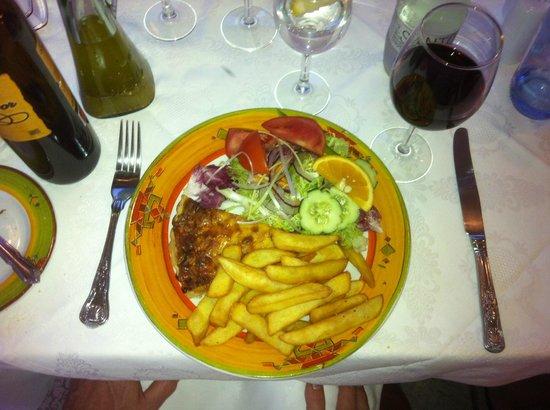 J.J.'s Cafe del Mar: Homemade quiche chips & salad