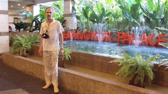 Bangkok Palace Hotel: В отеле