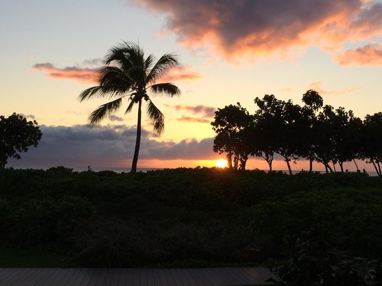 Duke's Beach House : Sunset at Dukes on Kaanapali beach