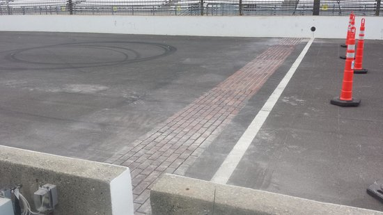 Indianapolis Motor Speedway Museum: Start-Finish Line