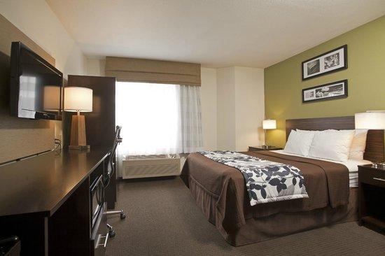 Sleep Inn Airport: King room
