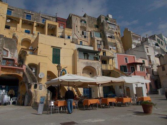 The Port of Corricella: Le casette dei pescatori