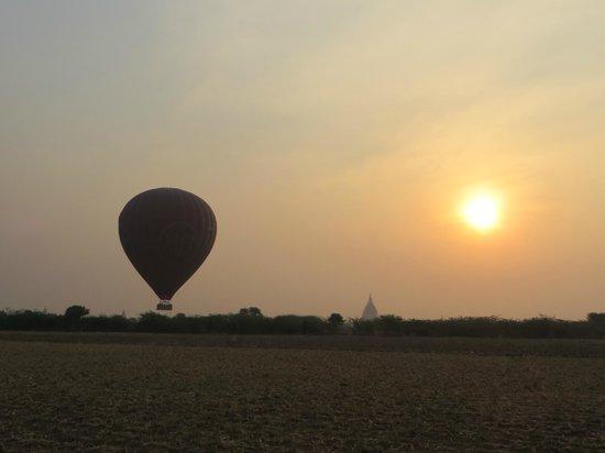 Balloons over Bagan: Sunrise...