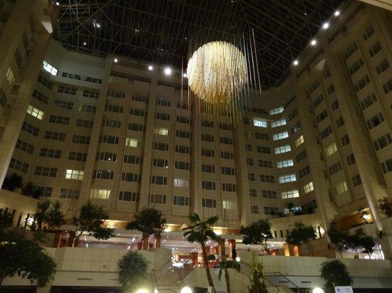Hilton Prague: необычный холл
