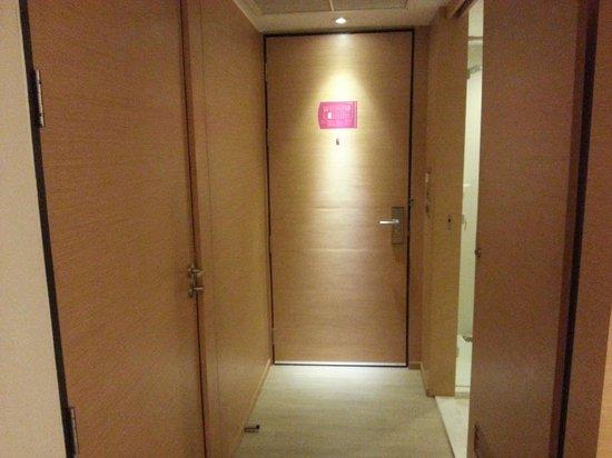 GLOW Pratunam: Door