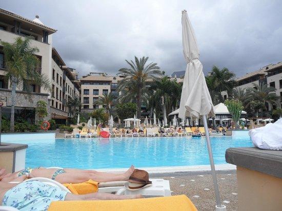 GF Gran Costa Adeje: Pool & hotel