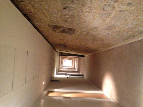 Hotellerie Le Chateau Fort : couloir de l'hôtel