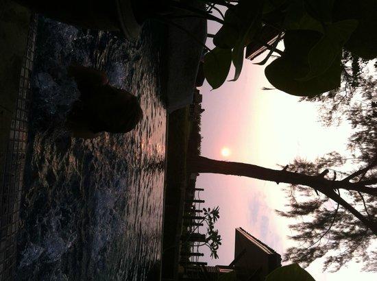 Moracea by Khao Lak Resort : Idromassaggio al tramonto
