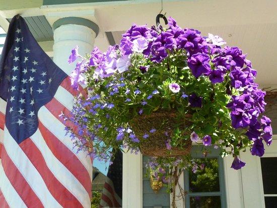 Plum Duff House: Front porch