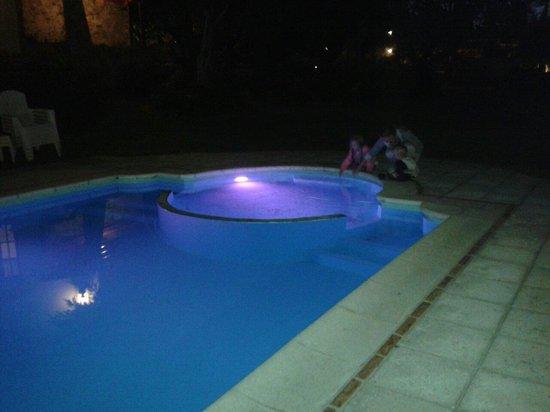 Costa Serrana: La pileta de noche