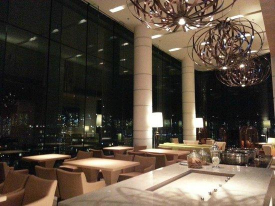Courtyard Hong Kong Sha Tin : club lounge 2