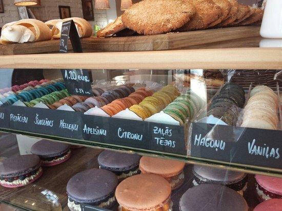 Macarons @boulangerie!