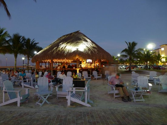 Four Points By Sheraton Punta Gorda Harborside : Toes-in-the-sand tiki bar - fun!!!