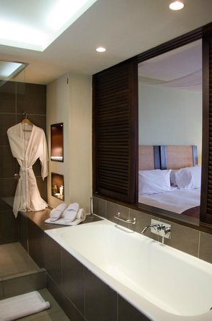 Sofitel Mauritius L'Imperial Resort & Spa: Open bathroom