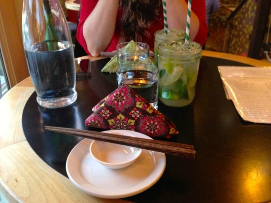 Hongas: Great styling with individual napkins and wooden chopsticks