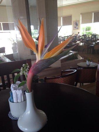 Dreams Beach Resort: Fountain bar / lobby at Dreams Beach...behind pretty flower!