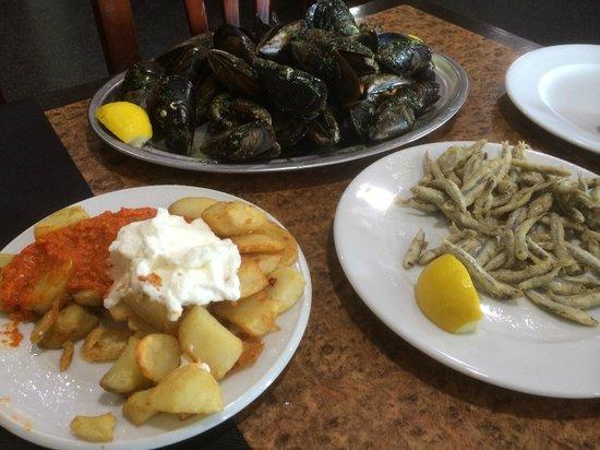 Las Delicias Del Carmelo: Mejillones, pescadito...