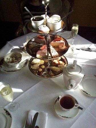 Kinnitty Castle Hotel: Afternoon tea