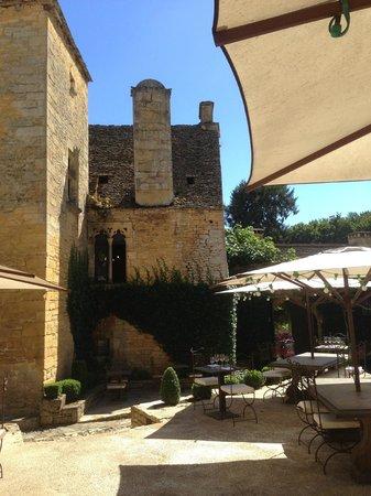 Restaurant Le Chateau: La cour intérieure du restaurant