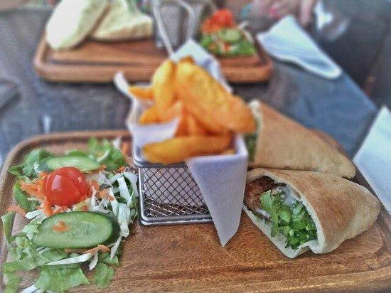 Pissouri Bay Cafe Bar : Greek burger... Great chips