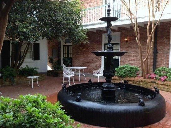 Hotel Provincial: pretty fountain