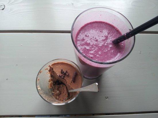Prana Kafe : Raw chocolate mousse and smoothie